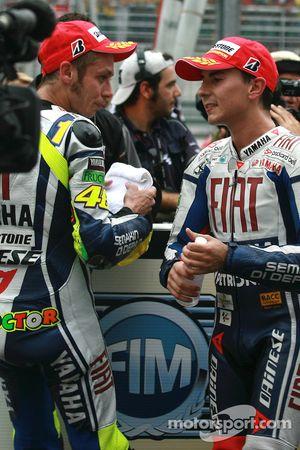 Race winner Valentino Rossi, Fiat Yamaha Team and 2010 MotoGP champion Jorge Lorenzo, Fiat Yamaha Team celebrate
