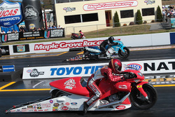 Angie Smith competes against Craig Treble during round 1