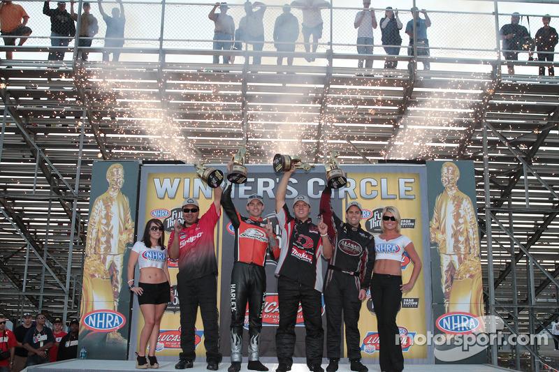 Cruz Pedregon, Andrew Hines, Dave Connolly, Larry Dixon viert zijn overwinning