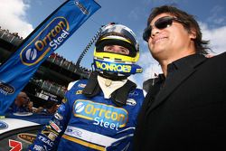 Mark Winterbottom, Ford Performance Racing N°5 et le chanteur Jon Stevens