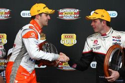 Jamie Whincup félicite Garth Tander