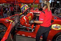 GT2 pole winnaar Jaime Melo viert feest