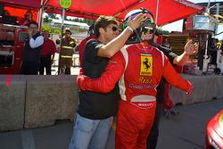 GT2 pole winnaar Jaime Melo viert feest met Giancarlo Fisichella en Mika Salo