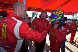 GT2 pole winnaar Jaime Melo viert feest met Gianmaria Bruni