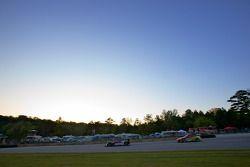L'Oreca FLM09 N°73 d'Antonio Downs, Lucas Downs et Matt Downs et la Porsche 911 GT3 N°69 de Robert R