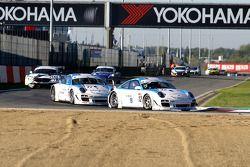 Muehlner Motorsport Porsches, #12: Armand Fumal, Jérome Thiry; #11: Gilles Vannelet, Raymond Narac