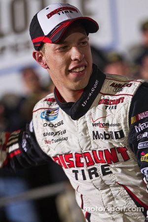 Victory lane: race winnaar Brad Keselowski
