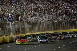 Start: Jeff Gordon, Hendrick Motorsports Chevrolet en Carl Edwards, Roush Fenway Racing Ford