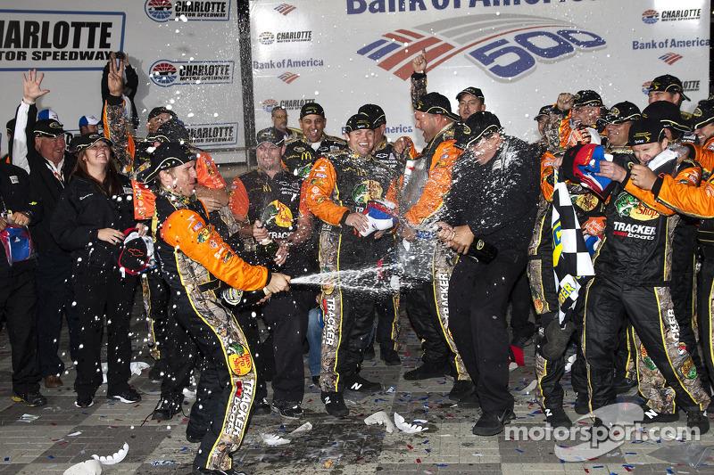 Victory lane: el ganador de la carrera, Jamie McMurray, Earnhardt Ganassi Racing Chevrolet, festeja