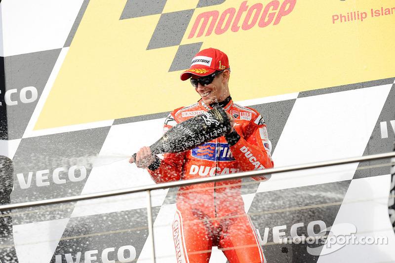Podium: winnaar Casey Stoner, Ducati Marlboro Team