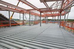 Werkzaamheden aan Silverstone's nieuwe pitcomplex, paddock en conferentieruimtes dat in 2011 gereed
