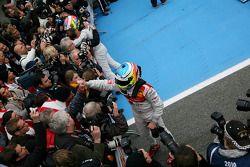 Le vainqueur Paul di Resta, Team HWA AMG Mercedes et le troisième Mike Rockenfeller, Audi Sport Team