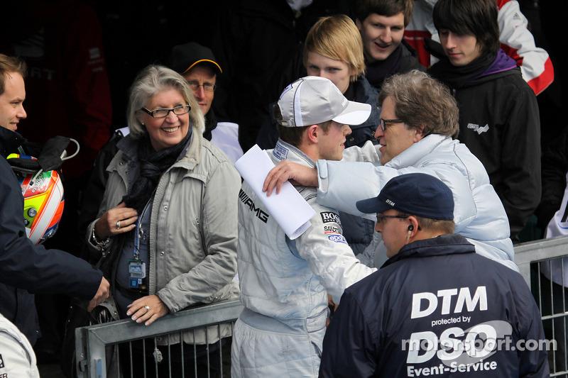 Race winnaar Paul di Resta, Team HWA AMG Mercedes met Norbert Haug