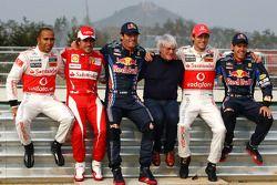 Lewis Hamilton, McLaren Mercedes, Fernando Alonso, Scuderia Ferrari, Mark Webber, Red Bull Racing, Bernie Ecclestone, Jenson Button, McLaren Mercedes et Sebastian Vettel, Red Bull Racing