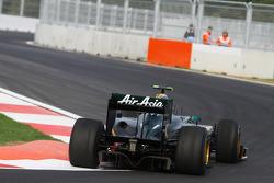 Heikki Kovalainen, Lotus F1 Team at turn 16