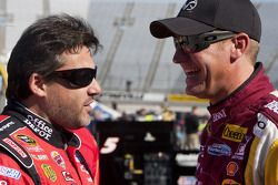 Tony Stewart, Stewart-Haas Racing Chevrolet en Clint Bowyer, Richard Childress Racing Chevrolet