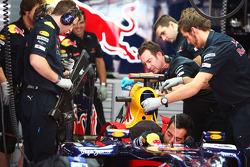 Red Bull Racing RB6, Sebastian Vettel, Red Bull Racing is prepared by mechanics