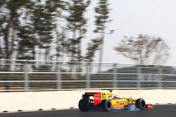 Vitaly Petrov, Renault R30 lastiklerini kilitliyor