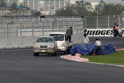 People working on last corner, turn 18