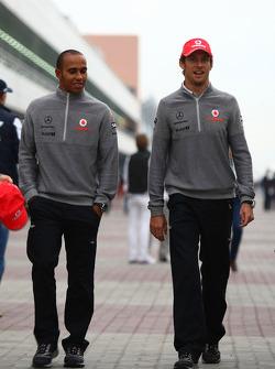 Льюис Хэмилтон, McLaren Mercedes и Дженсон Баттон, McLaren Mercedes