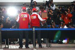 Fernando Alonso, Scuderia Ferrari, Felipe Massa, Scuderia Ferrari, laissent leurs empruntes