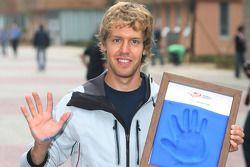 Sebastian Vettel, Red Bull Racing, hand printing session