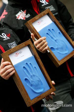 Руки Тимо Глока и Лукаса ди Грасси, Virgin Racing