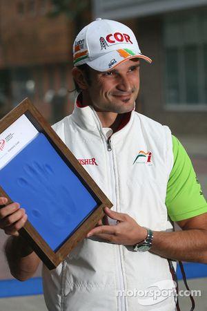Vitantonio Liuzzi, Force India F1 Team, hand printing session