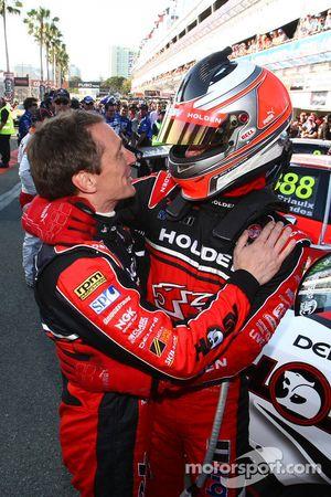 Toll Holden Racing Team : Garth Tander et Cameron McConville remportent la première course