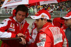Rob Smedly, Scuderia Ferrari, Chief Engineer of Felipe Massa and Felipe Massa, Scuderia Ferrari