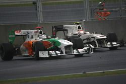 Kamui Kobayashi (BMW Sauber F1 Team) et Adrian Sutil (Force India F1 Team)