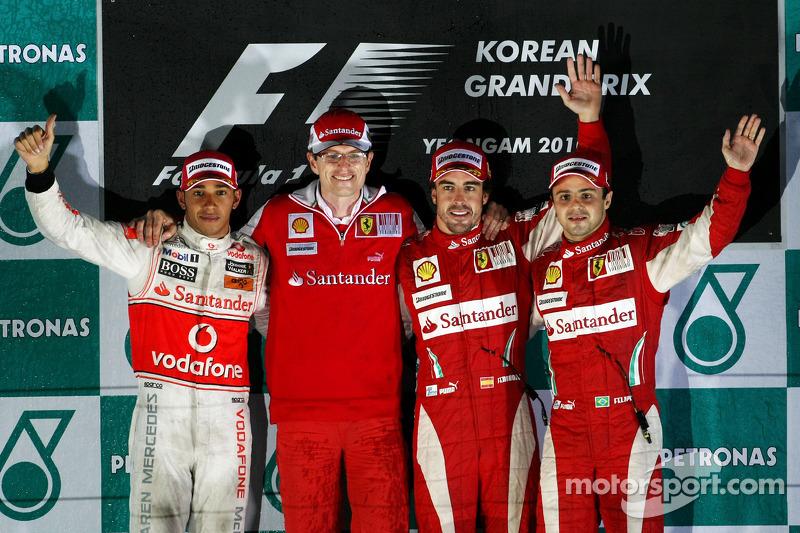 Podio: ganador de la carrera Fernando Alonso, Scuderia Ferrari, segundo clasificado Lewis Hamilton,