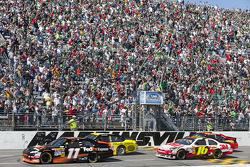 Départ : Denny Hamlin (Joe Gibbs Racing Toyota) et Marcos Ambrose (JTG Daugherty Racing Toyota) mène