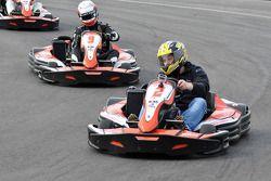 GT1 Karting à Navarre : Johnny Herbert devant Peter Kox
