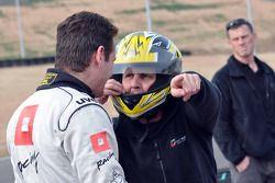 GT1 Karting à Navarre : Johnny Herbert discute avec Marc Basseng