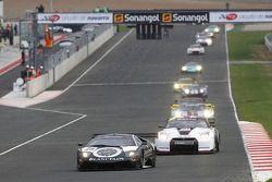#25 Reiter Lamborghini Murcielago R: Ricardo Zonta, Frank Kechele devant le peloton