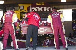 Clint Bowyer (Richard Childress Racing Chevrolet) dans les stands après son abandon