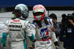 #18 Weider HSV-010: Takashi Kogure, #1 Petronas Tom's SC430: Juichi Wakisaka