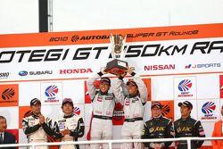 Podium GT300 Winner: #3 Hasemi SportTomica Z: Kazuki Hoshino, Masataka Yanagida, 2nd place: #2 APPLE