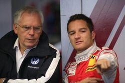 Ульрих Хакенберг, член совета директоров Volkswagen, и Тимо Шайдер, Audi