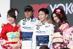 Geisha girls with Stefano D'Aste, Scuderia Proteam Motorsport BMW 320si and Kevin Chen Scuderia Proteam Motorsport BMW 320si