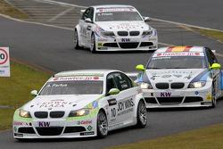 Augusto Farfus, BMW Team RBM BMW 320si, Sergio Hernandez, Scuderia Proteam Motorsport BMW 320si and Andy Priaulx, BMW Team RBM BMW 320si
