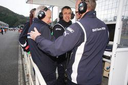 Bart Mampaey, Team Principal de BMW Team RBM, célèbre la pole position d'Andy Priaulx, BMW Team RBM BMW 320si
