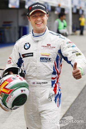 Andy Priaulx (BMW Team RBM BMW 320si) en pole position