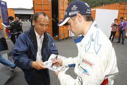 Andy Priaulx, BMW Team RBM BMW 320si signing an autograph