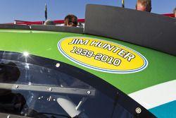 Les équipes de NASCAR montrent leur respect suite au décès de Jim Hunter, responsable de la communic