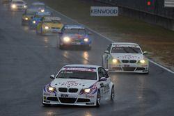 Andy Priaulx, BMW Team RBM BMW 320si mène