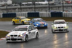 Andy Priaulx, BMW Team RBM BMW 320si mène Augusto Farfus, BMW Team RBM BMW 320si