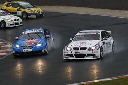Andy Priaulx, BMW Team RBM BMW 320si et Robert Huff, Chevrolet, Chevrolet Cruze LT