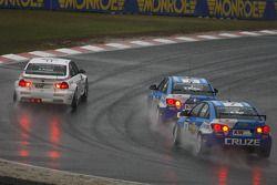 Andy Priaulx, BMW Team RBM BMW 320si, Robert Huff, Chevrolet, Chevrolet Cruze LT et Yvan Muller, Chevrolet, Chevrolet Cruze LT